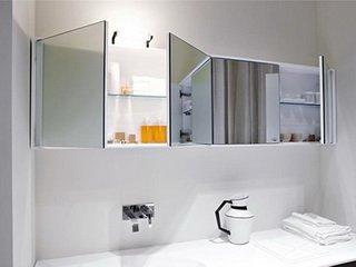 Зеркальный шкаф в ванной комнате. Фото: www.vivon.ru