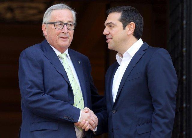 Юнкер говорит, что Греции ненужна финпомощь